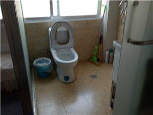 1室1厅1卫1200元/月