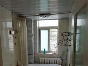 海岱南苑2楼135平3室中装等待车库1700元/月