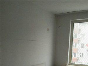 1室1厅1卫600元/月