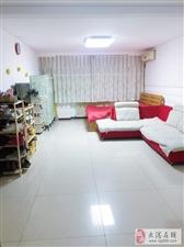 晨晖里1楼2室通厅102平中装可作门脸欢迎致电。