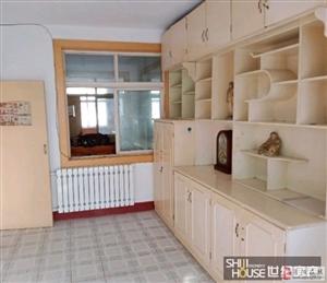 宝山小区精装修的黄金3楼低价出售33万