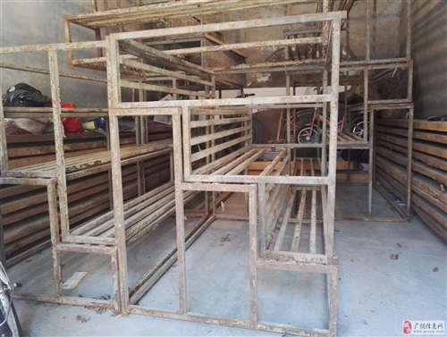 铁质梯台架