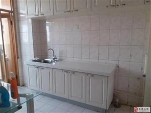 福苑里130平米三室两卫新装厨房卫生间