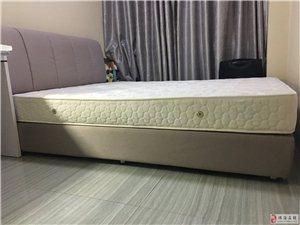 98成新的床,真诚出售,基本没有睡过。短期内会成交