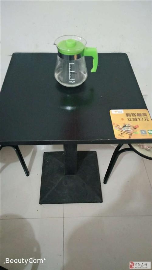 黑色小方桌