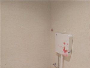 劳动局附近单间3楼带热水器360元/月