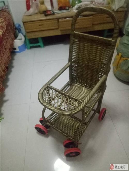 婴儿手推车,双向轮方便拐弯,全新的