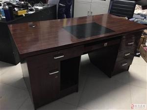 出售8成新�k公桌,�L1.6,��75送一把�k公椅