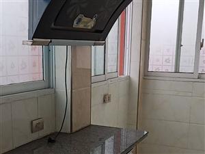 温泉小区3室1厅1卫795元/月免费停车