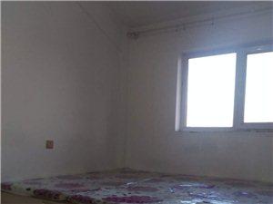 東盛小區1室1廳8000元/年閣樓