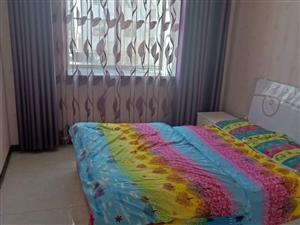 润泽园3室2厅1卫2600元/月