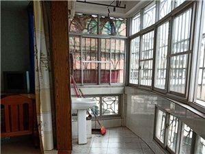 城中心3室2厅2卫1500元一个月家具家电齐