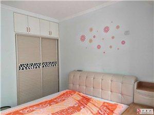 东方润景,家具齐全1室1厅1卫1200元/月