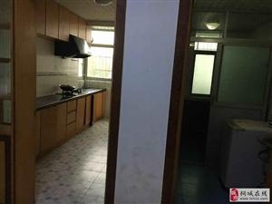 大广场老凤祥附近3室2厅1卫1000元/月