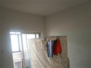 急租体育馆旁龙兴居安置2室1厅260元/月可半年付