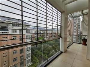 世纪豪庭5室189万元楼中楼
