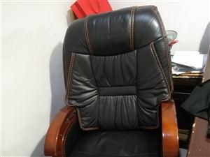 8成新老板椅一張300元