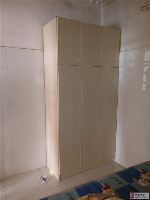 1.8米帶席夢思床+2.4米實木大衣柜 打包出售!
