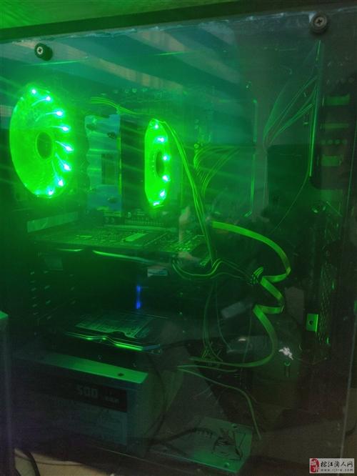 電腦主機及顯示器
