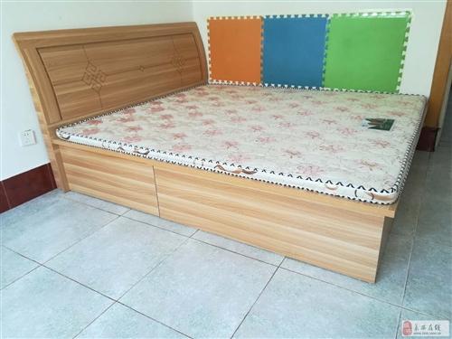 九成新1.8m*2m双人床带床垫转让900元