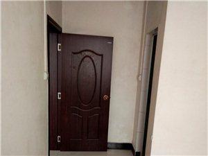 裕兴小区  三房两厅两卫  36.8万  送一个杂物间