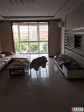 福华里3楼三室通厅精装修2400元看房方便!