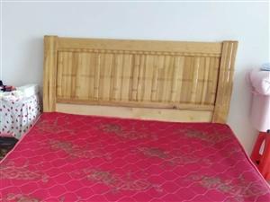 9成新1.5米雙人床加床墊加一個床頭柜?手機有時候打不通可短信聯系
