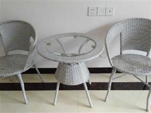 9.5成新休閑桌一個加配套椅子2把