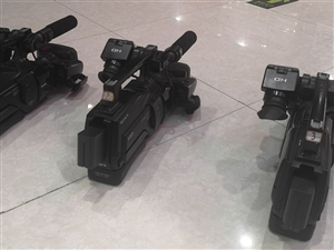 摄像机三台,出售。