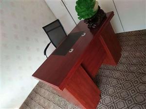 低价出售新买的办公桌+椅子