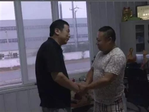 澳门地下官网好市民见义勇为驾车救人!!