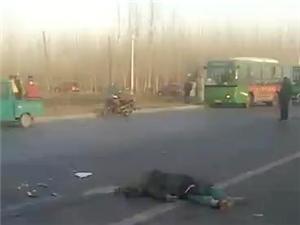 晏黄路与北魏路口交汇处发生惨重车祸,男子当场死亡。