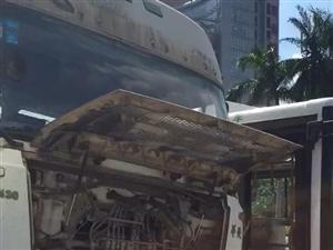 珠海市银桦路红灯处,一台大型运输车撞向公共汽车,无严重受伤情况。