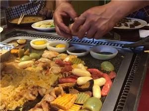大石板烤肉,特色煎蛋,看看有食欲不!