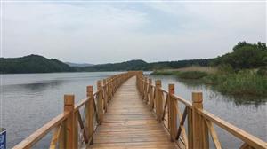 桃园湖碧波荡漾,绿水青山,美丽……