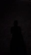 黑色里透着一点光亮
