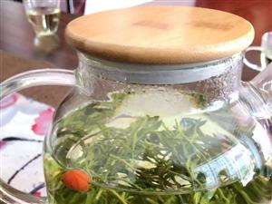 下午茶喝起来枸杞芽茶??
