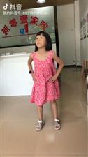 爱跳舞的小女孩