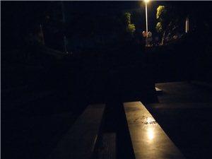 镜湖公园大门进来第二阶梯处有条沟容易绊脚