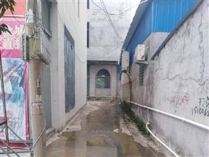 茶山路口渔园港饭店污水外流恶臭