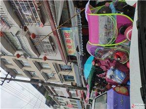 金沙国际娱乐官网县民族小学门口商铺占道经营人无法通过