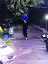 塞纳城邦小区小偷光明正大进来偷电瓶车