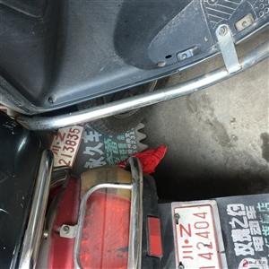 三部被小偷取走电瓶的车