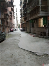 世锦公寓外消防通道被私人地锁占领,坝达社区毫无作为