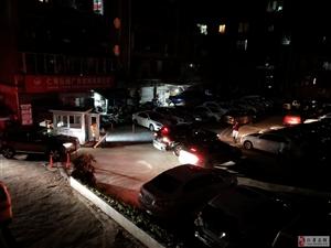 棉麻巷零时停车场爆满