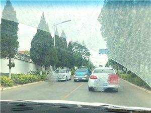 北外环与天蒙路交汇红绿灯南上坡处总是有逆向行驶