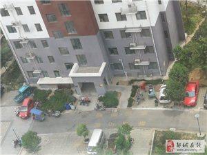 唐王湖小区物业不作为,私?#39034;?#20301;被大量电动车占总不采取措施