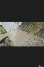 渣土车八十迈车速穿梭村庄之间,村领导无人管,谁知背后黑幕。