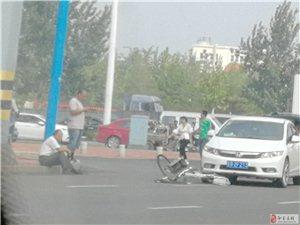 在汽车站路口左拐弯位置发生一起车祸