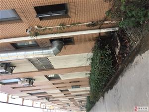 金庭国际花园小区、被这饭店弄成这样、怎么没人管呢?